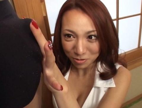 【画像】パンツ越しに「勃起チンポ」を鑑賞してる女の表情wwwww・16枚目