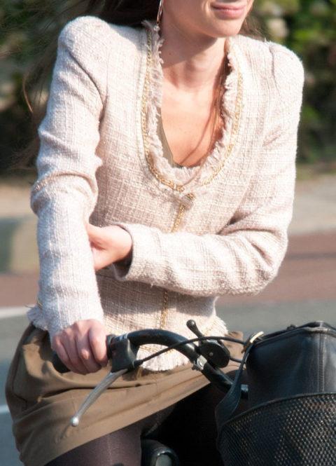 海外のミニスカ女子さん、お構いなしに自転車乗るからしっかり盗撮されるwwwwww(37枚)・16枚目