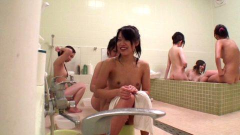 【画像】男は絶対に見れない「女湯」の光景。これパラダイスやわwwwwwww・19枚目