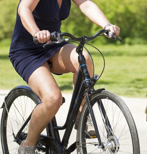海外のミニスカ女子さん、お構いなしに自転車乗るからしっかり盗撮される