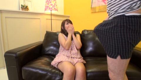【画像】パンツ越しに「勃起チンポ」を鑑賞してる女の表情wwwww・20枚目