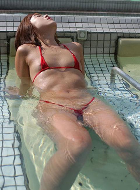シースルーのマイクロビキニという最強の水着がこちら。ほぼ全裸やろwwww・20枚目