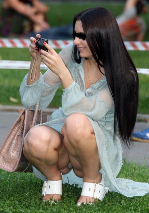 【街撮り】カメラが趣味の素人まんさん、一瞬の油断を盗撮されるwwwww・21枚目