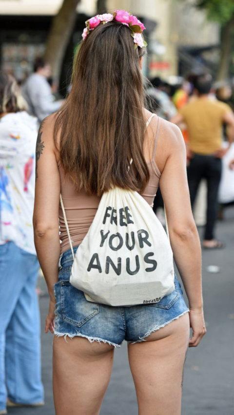 【街撮り】ホットパンツを狙う盗撮マンが公開したエロ画像wwwwwww(37枚)・22枚目