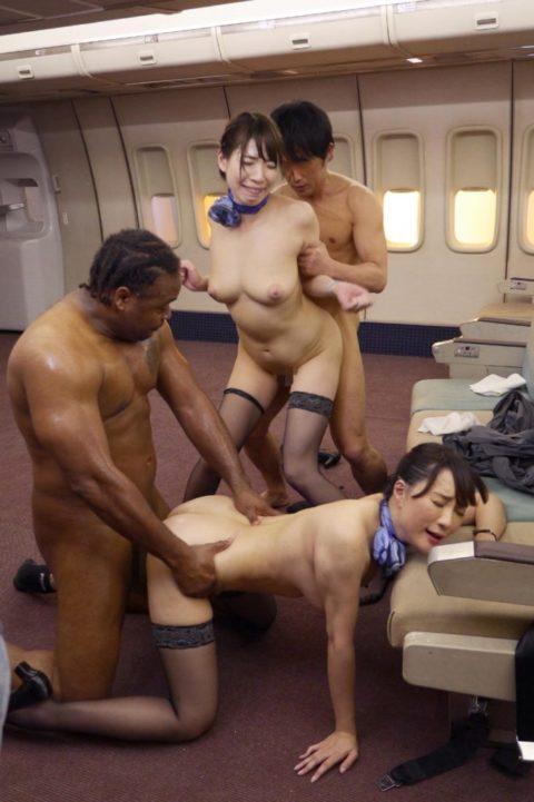 【画像】サービスの度が過ぎる某航空会社のCAをご覧ください。(41枚)・22枚目