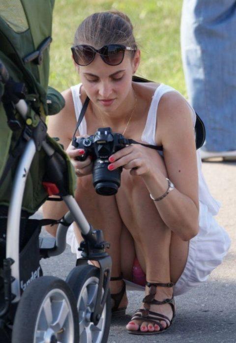 【街撮り】カメラが趣味の素人まんさん、一瞬の油断を盗撮されるwwwww・23枚目