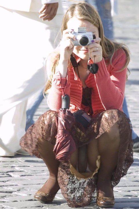 【街撮り】カメラが趣味の素人まんさん、一瞬の油断を盗撮されるwwwww・24枚目