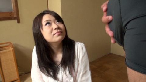 【画像】パンツ越しに「勃起チンポ」を鑑賞してる女の表情wwwww・25枚目