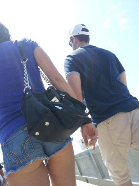 【街撮り】ホットパンツを狙う盗撮マンが公開したエロ画像wwwwwww(37枚)・25枚目