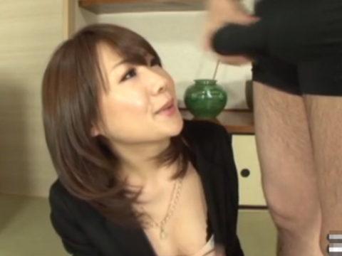 【画像】パンツ越しに「勃起チンポ」を鑑賞してる女の表情wwwww・26枚目