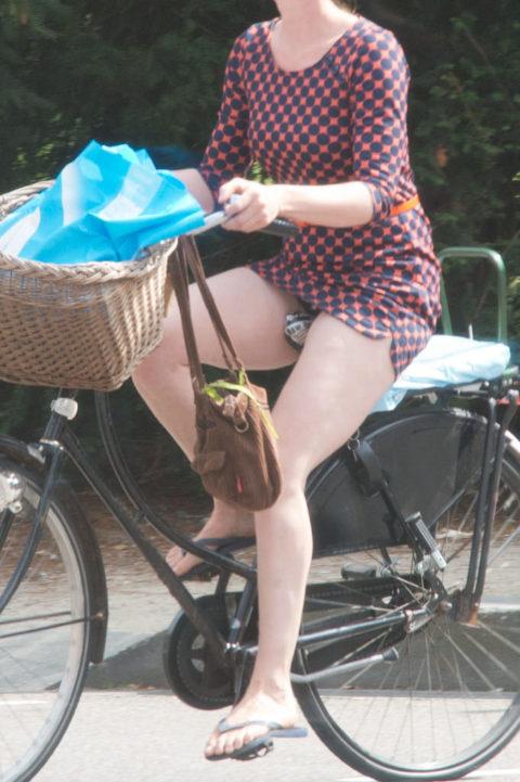 海外のミニスカ女子さん、お構いなしに自転車乗るからしっかり盗撮されるwwwwww(37枚)・26枚目