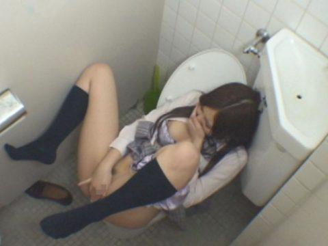 【悲報】思春期JKさん、トイレでオナニーしてる様子を盗撮される。。(画像あり)・27枚目
