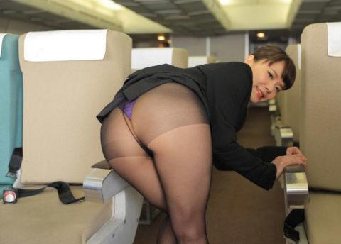 【画像】サービスの度が過ぎる某航空会社のCAをご覧ください。(41枚)・28枚目