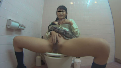 【悲報】思春期JKさん、トイレでオナニーしてる様子を盗撮される。。(画像あり)・31枚目
