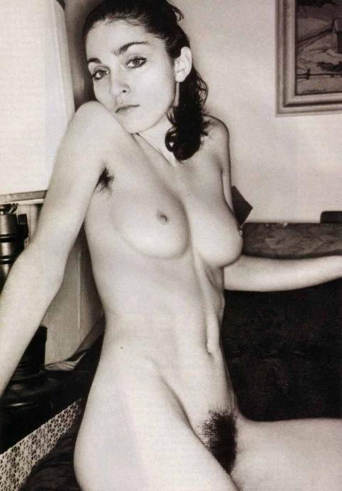 【画像あり】海外の女優まんさん、マン毛を剃らずに出演した結果wwwwww・33枚目
