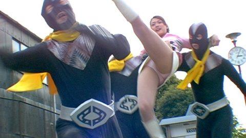 【画像】日曜日の朝から男の股間を刺激する子供番組wwwwww・4枚目