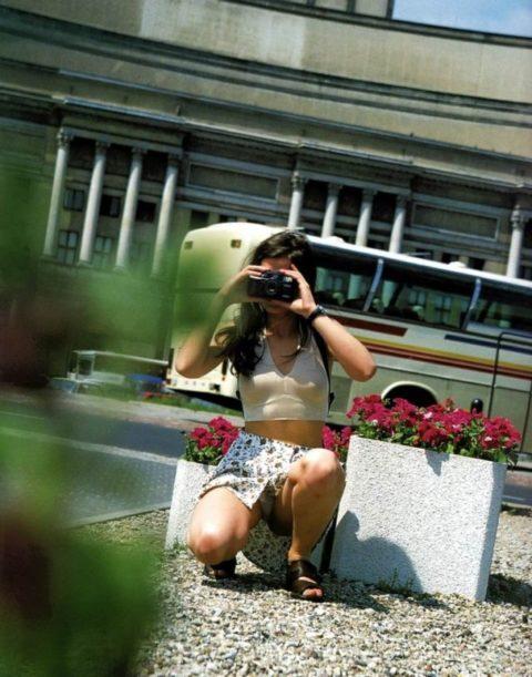 【街撮り】カメラが趣味の素人まんさん、一瞬の油断を盗撮されるwwwww・5枚目