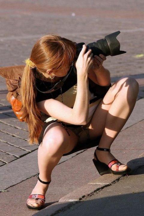 【街撮り】カメラが趣味の素人まんさん、一瞬の油断を盗撮されるwwwww・7枚目