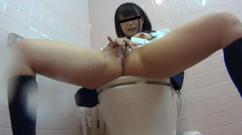 【悲報】思春期JKさん、トイレでオナニーしてる様子を盗撮される。。(画像あり)・7枚目
