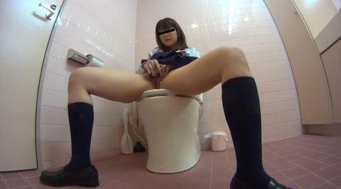 【悲報】思春期JKさん、トイレでオナニーしてる様子を盗撮される。。(画像あり)・8枚目