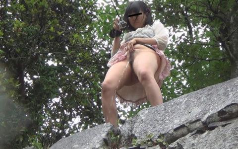 【マジキチ】高所から放尿して解放感を得ている女さんの表情wwwwwwww・9枚目