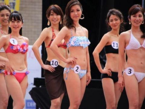 美魔女コンテストの「水着審査」ファイナリストの熟女たちをご覧ください。(画像あり)・1枚目