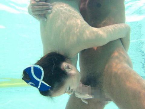現実不可能な体位でも「水中セックス」なら実現できるか検証してみるwwwwww(画像あり)