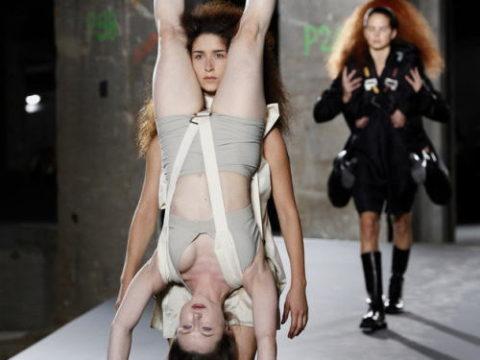 【マジキチ】もう方向性が分からなくなった海外のファッションショー。(画像あり)・1枚目