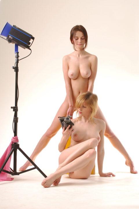 【画期的】撮影する側が「全裸」になるヌードフォトグラマーとかいう人たちwwwwww・10枚目