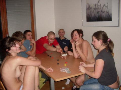 海外で流行してる「ストリップポーカー」とかいうゲーム。。(画像31枚)・11枚目