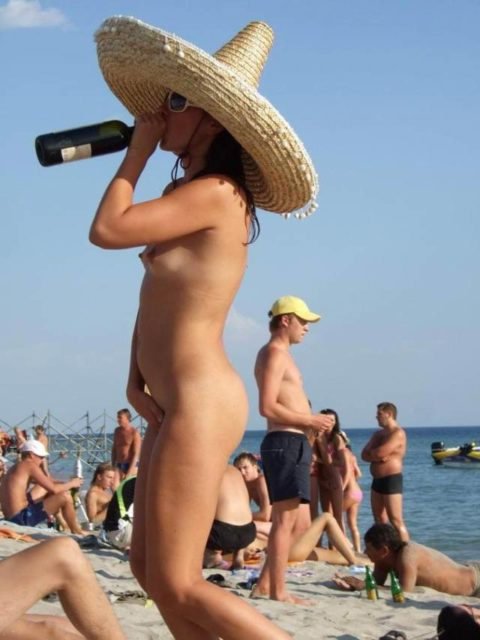 ヌーディストビーチで開放的になりすぎた女さん、オナニーするが盗撮されるwwwwww・11枚目