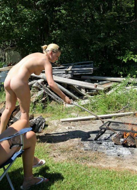 【画像あり】この時期になると増えてくる全裸BBQ女子が撮影されるwwwww・13枚目