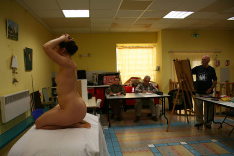 【画像あり】海外のヌードモデルさん、ガチで恥ずかしいポーズをさせられるwwwwwww・14枚目
