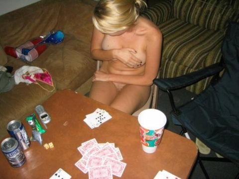海外で流行してる「ストリップポーカー」とかいうゲーム。。(画像31枚)・14枚目