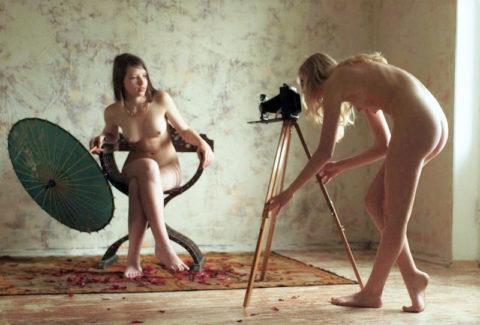 【画期的】撮影する側が「全裸」になるヌードフォトグラマーとかいう人たちwwwwww・15枚目