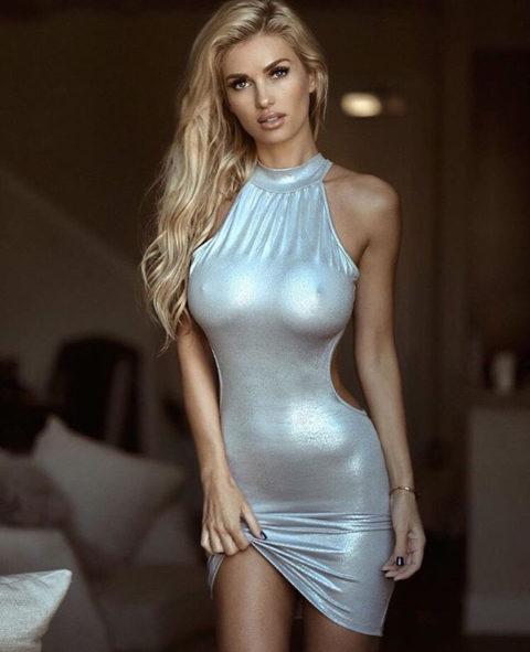 【画像】巨乳美女+タイトドレスが最強すぎるんやが。。(38枚)・19枚目