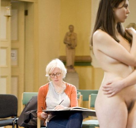 【画像あり】海外のヌードモデルさん、ガチで恥ずかしいポーズをさせられるwwwwwww・19枚目