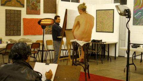 【画像あり】海外のヌードモデルさん、ガチで恥ずかしいポーズをさせられるwwwwwww・2枚目
