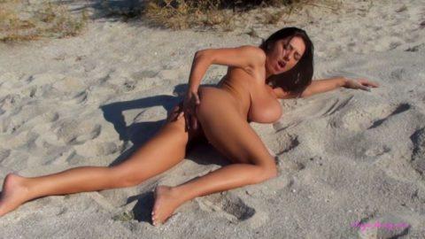 ヌーディストビーチで開放的になりすぎた女さん、オナニーするが盗撮されるwwwwww・19枚目