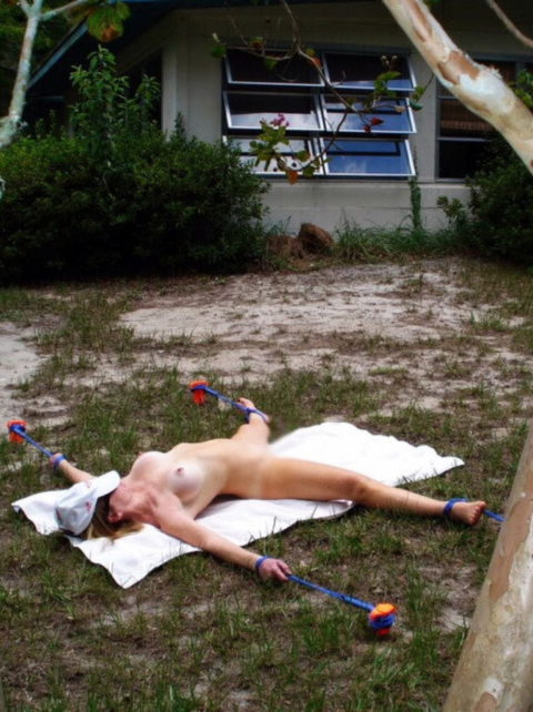 【調教】野外調教されたまんさん、放置プレイされ撮影される。(画像あり)・21枚目