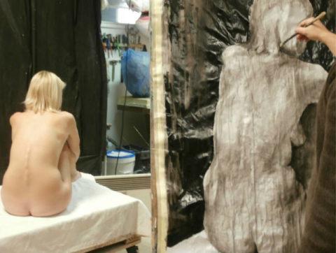 【画像あり】海外のヌードモデルさん、ガチで恥ずかしいポーズをさせられるwwwwwww・22枚目
