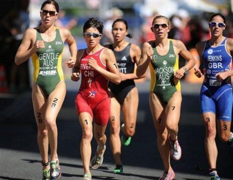 【画像あり】ビーチク浮きまくってる女子ランナーのお姿がこちらwwwwwww・24枚目