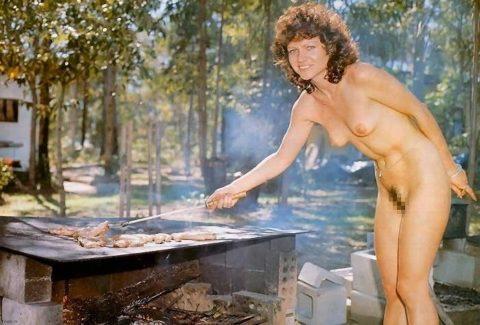 【画像あり】この時期になると増えてくる全裸BBQ女子が撮影されるwwwww・24枚目