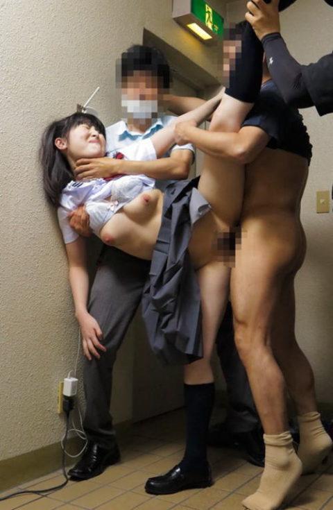 【レイプ】JKを制服のままレイプするちょっとヤバめなエロ画像集・・・(50枚)・45枚目