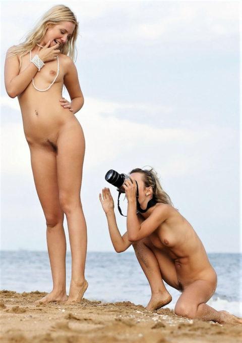 【画期的】撮影する側が「全裸」になるヌードフォトグラマーとかいう人たちwwwwww・27枚目