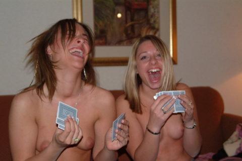 海外で流行してる「ストリップポーカー」とかいうゲーム。。(画像31枚)・26枚目