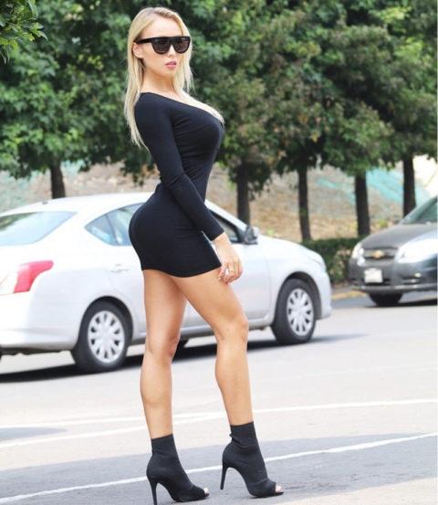 【画像】巨乳美女+タイトドレスが最強すぎるんやが。。(38枚)・29枚目