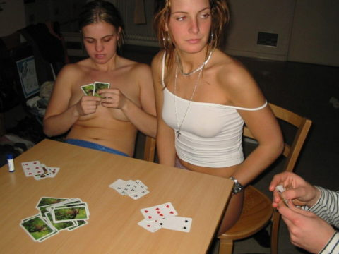 海外で流行してる「ストリップポーカー」とかいうゲーム。。(画像31枚)・27枚目