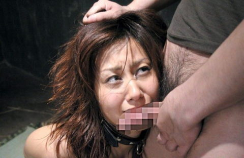 女の髪の毛をガッチリ鷲掴みにしてイラマさせると興奮する奴ちょっと来いwwwww(画像あり)・29枚目