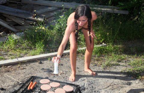 【画像あり】この時期になると増えてくる全裸BBQ女子が撮影されるwwwww・31枚目